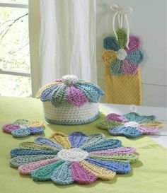 Scrap Fan Kitchen Set designed by Maggie Weldon. This easy-to-make crochet kitchen set. Fast crochet patterns in no time with double and triple strands of yarn and a large hook Fast Crochet, Crochet Home, Love Crochet, Crochet Gifts, Cotton Crochet Patterns, Popular Crochet, Crochet Potholders, Crochet Kitchen, Yarn Crafts
