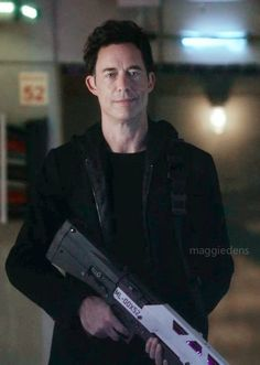 "maggiedens: "" Harrison Wells with his badass gun. The Cw, The Flash, Doctor Wells, Science Fiction, Eobard Thawne, Black Siren, Dinah Laurel Lance, Reverse Flash, Lance Black"
