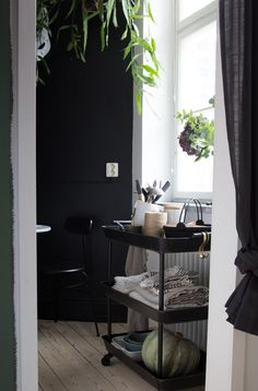 You can guess that someone who works in the world of interiors is likely to have a pretty great home. And my friend interior stylist Genevi...