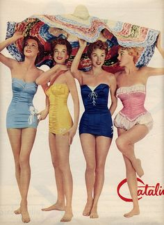36 summery vintage swimsuits for women, when strapless one-piece suits with ruffles were hot - Click Americana Retro style! Summery vintage swimsuits for women that were popular in at Click Americana - Moda Vintage, Vintage Mode, 50s Vintage, Vintage Girls, Vintage Style, Retro Style, Vintage Burlesque, Vintage Hawaii, Vintage Graphic