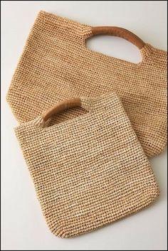 Bolsos tejidos a crochet   NO hay diagramas  son de la web