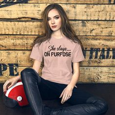 She Slays On Purpose, Motivational Quotes / Short-Sleeve Unisex T-Shirt - Heather Prism Peach / L