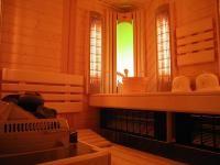 SAUNA W DOMU - CO WARTO WIEDZIEĆ: Domowa sauna to luksus, na który dziś stać coraz więcej Polaków. Koszt budowy solidnej kabiny można zamknąć w 6.500 zł. Nie tylko to jednak powinniśmy przemyśleć na początku przedsięwzięcia.