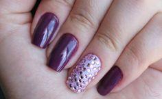 Foto de unhas decoradas com pedras