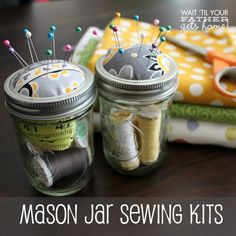 {Mason Jar Sewing Kits} - Wait Til Your Father Gets Home Easy Sewing Projects, Sewing Projects For Beginners, Sewing Hacks, Art Projects, Sewing Patterns Free, Free Sewing, Sewing Kits, Mason Jar Gifts, Mason Jars