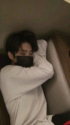 """In my imperfect life, you're the most beautiful thing I have."" Minho x Jisung warn! Korean Boys Ulzzang, Ulzzang Couple, Ulzzang Boy, Cute Asian Guys, Cute Korean Boys, Asian Boys, Saranghae, Baby Squirrel, Applis Photo"