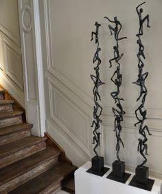 """""""Reaching Out"""": bronzen beeld van de Vlaamse kunstenares Ann Vrielinck."""