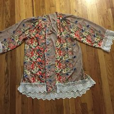 Floral Kimono NWOT ADORABLE floral kimono  goes with almost any outfit ☺️ fits almost all sizes (I typically wear S/M and its baggy...in a good way ) Tops Blouses