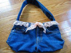 Fabriquer soi-même un sac à main en jean avec du recyclé.