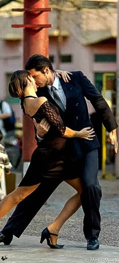 Travelling - tango in Buenos Aires Streets - ARGENTINA