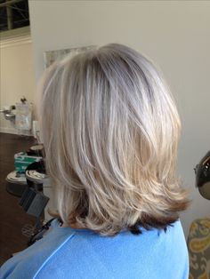 I love this type of hair color! This is exactly how I want my hair colored. Short hair gray n blonde Medium Hair Cuts, Short Hair Cuts, Medium Hair Styles, Short Hair Styles, Pixie Cuts, Mod's Hair, New Hair, Blonde Hair, Mom Hairstyles
