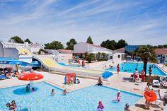 Camping Le Bois Masson is een van de populairste campings in de Vendée. Je kunt er genieten van de vele sportieve activiteiten, het uitgebreide zwembadcomplex met een verwarmd openluchtzwembad met glijbaan, een verwarmd overdekt zwembad en bubbelbad. De camping ligt op ca. 3 km van het strand van Saint-Jean-de-Monts. Bezoek daar ook eens de gezellige zaterdagochtendmarkt. Het themapark Puy-de-Fou ligt op ca. 120 km. Het pittoreske eilandje #Noirmoutier ligt op 35 km. Officiële categorie ****