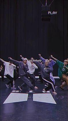 Bts Taehyung, Bts Bangtan Boy, Bts Jungkook, Bts Photo, Foto Bts, Bts Gifs, Die Beatles, V Video, Bts Bulletproof