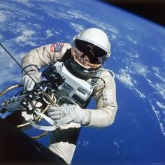 Photographic Print: Astronaut Ed White Making First American Space Walk, 120 Miles Above the Pacific Ocean : 16x16in
