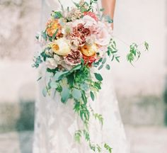 15 questions you need to ask your wedding florist. Kate Alban Davies #wedding #flowers #bouquet