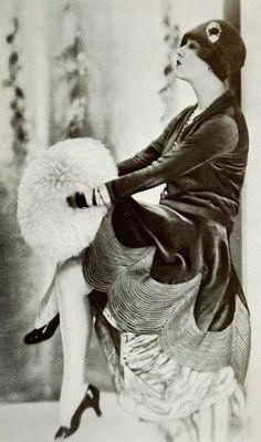 VINTAGE BLOG: Vintage Fashion 1927 ~ velvet dress