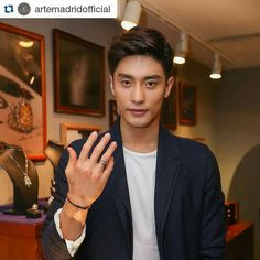 #sunghoon in #china #Repost and Thank you  @artemadridofficial  ・・・ ARTĒ is not just for ladies. Gentlemen can also add a touch of classy by wearing accessories. Korean artist Sung-hoon is a good model as wearing our new and latest Enigma collection at Shanghai Party. This collection will be launched soon in store, please stay tune with us for more updated news.  #ARTE_presentislove #artemadridoffical #jewelry #jewelrygram #instajewelry #jewels #luxury #accessory @sunghoon1983 #成勛 #성훈