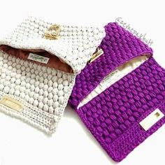 Cute & bulky to protect the tablet Love Crochet, Crochet Bags, Handmade Bags, Diy Fashion, Purses And Bags, Projects To Try, Knitting, Diy Bags, Instagram Posts