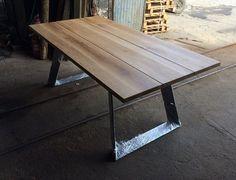 Solid oak dining table. Handmade. Modern design por Poppyworkspl