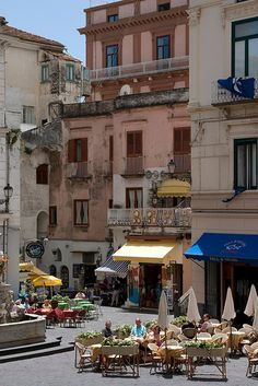Piazza del Duomo, Amalfi, Italy I see Tom and me and a wonderful antipasti ! Places Around The World, Oh The Places You'll Go, Places To Travel, Places To Visit, Travel Stuff, Amalfi Coast, Amalfi Italy, Siena Toscana, Wonderful Places