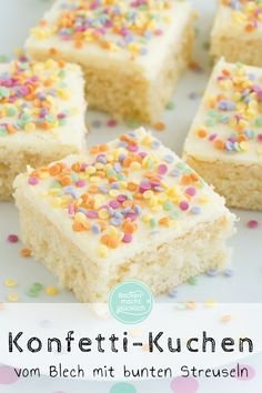 Konfetti-Kuchen vom Blech This quick konfetti cake is a echter hingucker for kindergeburtstage Bolo Confetti, Easy Cake Recipes, Cookie Recipes, Funfetti Kuchen, Soda Cake, Carnival Cakes, Sugar Sprinkles, Chicken Parmesan Recipes, Cake Tasting