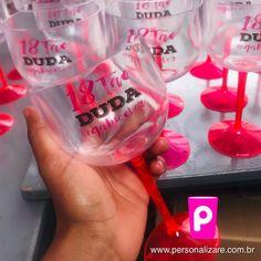 #copogin #taçapersonalizada #evento #despedidadesolteira #aniversario #noiva #madrinhas #amigas #formatura #personalizare Gin, Bachelorette Scavenger Hunt, Colorful, Jeans