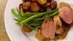 Filets de porc sauce moutarde - Recettes de cuisine, trucs et conseils - Canal Vie Diner Recipes, Entree Recipes, Pork Recipes, Chicken Recipes, Healthy Recipes, Meat Lovers, Skinny Recipes, Food Inspiration, Entrees