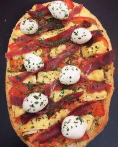 Bruschetta Prosciutto, Pesto, Brie, Tomates, et Mozzarella di Buffala@fait.maison_avec_amour