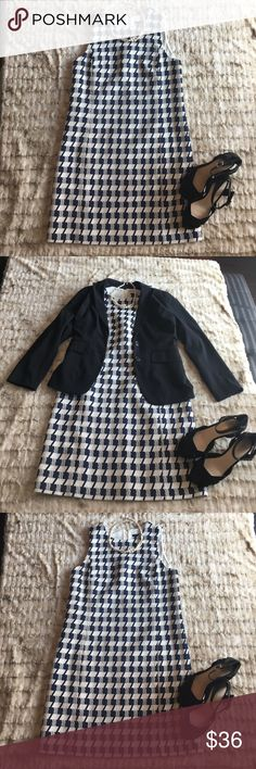 Ann Taylor Navy Blue Houndstooth Dress size 6 Ann Taylor navy blue and white houndstooth dress size 6. New with tags, never worn. This dress is the perfect t foundation for winter layering and the pattern is so fun! Ann Taylor Dresses