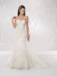 Modern A-line sleeveless organza wedding dress