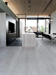 cuisine scandinave, intérieur spacieux et cuisine en gris et bois