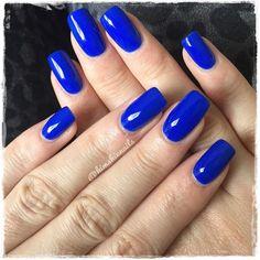 Quenalbertini: electric blue nails by kimskie blue shellac nails, blue acrylic nails Blue Shellac Nails, Neon Blue Nails, Blue Acrylic Nails, Cute Nails, Pretty Nails, Gel Nail Art Designs, Nails Design, Graduation Nails, Gel Nails At Home
