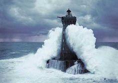 Résultats Google Recherche dimages correspondant à http://www.oceanattitude.org/blog/public/Photos_alain/billets_publies/MER_ET_OCEAN/VAGUE/PHARE_VAGUE/phare_vague_94.jpg