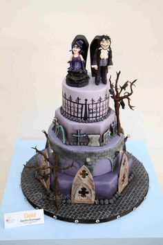 My Vampire Gothic Wedding Cake I Won On The Cake Cologne A Gold Medal my vampire gothic wedding cake. I won on the Cake Cologne a gold. Gothic Wedding Cake, Vampire Wedding, Vampire Party, Skull Wedding, Cake Wedding, Halloween Wedding Cakes, Halloween Cakes, Halloween 1, Cupcakes