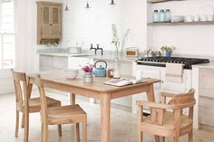 Shabby to Chic: Five Ways to Revamp and Modernize Your Shabby Chic Room - Sweet Home And Garden Kitchen Units, Open Plan Kitchen, New Kitchen, Kitchen Dining, Kitchen Chairs, Extendable Dining Room Table, Dining Room Chairs, Shabby Chic Zimmer, Kitchen Design Gallery