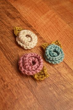 rolled crochet flowers, so cute