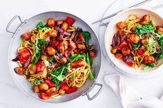 Old-fashioned vanilla slice Pork Recipes, New Recipes, Salad Recipes, Cooker Recipes, Sausage Stir Fry, Fairy Bread, A Food, Food Processor Recipes, Mozzarella