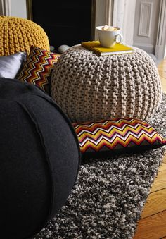 pouff on pinterest poufs knitted pouf and tricot. Black Bedroom Furniture Sets. Home Design Ideas