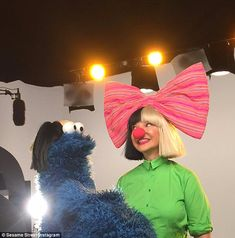 OMG. cookie monster in the Sia wig....i LOVE IT!