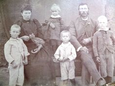 """ALFRED GUSTAFSON b. 1850 in Högsby i Kalmar län in the south of Sweden, d. 19 Dec 1903 in Witrand Potchefstroom, occupation Wheelright and farmer.  Married in Phillipstown Cape Province MARTHA MARGARETHA RETIEF ROOS, b. about 1870 in Cape Province, d. 09 Oct 1952 in """"Visgat"""" Vereeniging  Only 4 of their 8 children survived the Mafeking Concentration Camp. Possibly these are the children on this photo but we do not have certainty"""