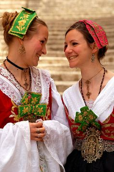 Sicilia PIANA DEGLI ALBANESI - Donne in costume #TuscanyAgriturismoGiratola