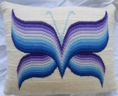 Bargello needlepoint that could be copied to quilt Broderie Bargello, Bargello Needlepoint, Bargello Quilts, Needlepoint Stitches, Needlework, Cross Stitch Embroidery, Embroidery Patterns, Hand Embroidery, Cross Stitch Patterns