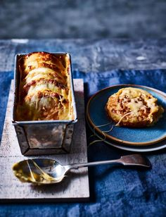 If you like Marmite ಠಠಠ .you'll love this Cheese and Marmite Crumpet Loaf recipe oozing with cheddar and mozzarella. Serve warm and bubbling from the oven and let everyone dig in! Marmite Recipes, Loaf Recipes, Veggie Recipes, Vegetarian Recipes, Cooking Recipes, Veggie Dinners, Dinner Recipes, Savoury Recipes, Cheese Recipes