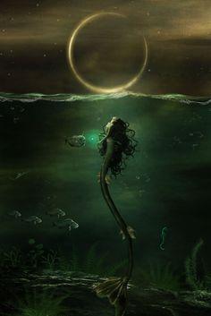 Natalía blickte hinauf zum Mond, der über der Wasseroberfläche zu schweben schien, so schön er doch war, so sehr fürchtete sie jeden Abend aufs Neue sein Auftauchen, denn in dem Moment wo der Mond erscheint, wandelt sich Natalía, ein gewöhnliches Mädchen, in eine Nymphe, jede Nacht aufs Neue wird sie zum Wesen vor dem sich alle Seefahrer fürchten, ihr Vater selbst war Seemann gewesen und ihrer Mutter begegnet, doch statt in mit dem Klang ihrer magischen Stimme zu verzaubern, fühlte sich…
