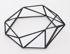 Comion Closed Bracelet (Comion Collection) by Gonçalo Campos Geometric Jewelry, Geometric Designs, Geometric Shapes, Urban Jewelry, Jewelry Art, Jewelry Design, Body Jewelry, Geometric Sculpture, Minimal Photography
