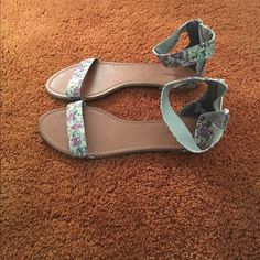 Gently Used Floral Sandals - Only Worn Inside - Unionbay Shoes Sandals