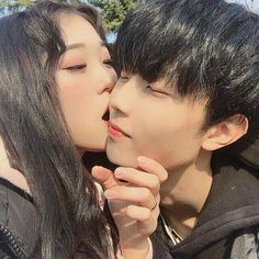 Find images and videos about couple, korean and ulzzang on We Heart It - the app to get lost in what you love. Korean Couple, Korean Girl, Asian Girl, Ulzzang Couple, Ulzzang Boy, Cute Couples Goals, Couple Goals, Korean Friends, Tumblr Couples