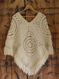 Crochet braid styles 861243128727776680 - Crochet poncho sweater pattern projects Ideas Source by Crochet Jewelry Patterns, Crochet Poncho Patterns, Crochet Coat, Crochet Scarves, Crochet Clothes, Crochet Stitches, Crochet Shawl, Crochet Braid, Mode Crochet