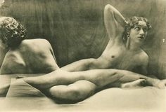 Germaine Krull (1897-1985) led an extraordinary life that spanned nine decades and four continents. She witnessed many of the high points of modernism and recorded some of the major upheavals of the twentieth century. germaine-krull-c3a9tudes-de-nu-1930.jpg (631×430)