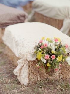 Ideas Backyard Wedding Seating Ideas Hay Bales For 2019 Hay Bale Seating, Ceremony Seating, Seating Plan Wedding, Hay Bales, Ceremony Backdrop, Outdoor Ceremony, Wedding Backdrops, Wedding Ceremony Flowers, Rustic Wedding Flowers